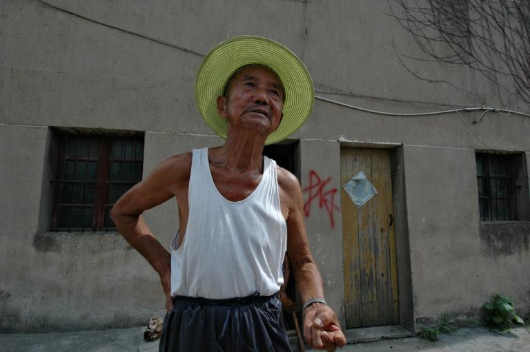 Rural residents in Jiangsu, China opposed eviction due to the construction of the solar manufacturing cluster, May 2014, photo by Jia Ching Chen.